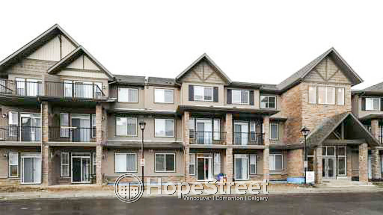 2 BR/ 2 BATH /2 Level Apt for Rent in Aspen Woods: Dog Friendly!