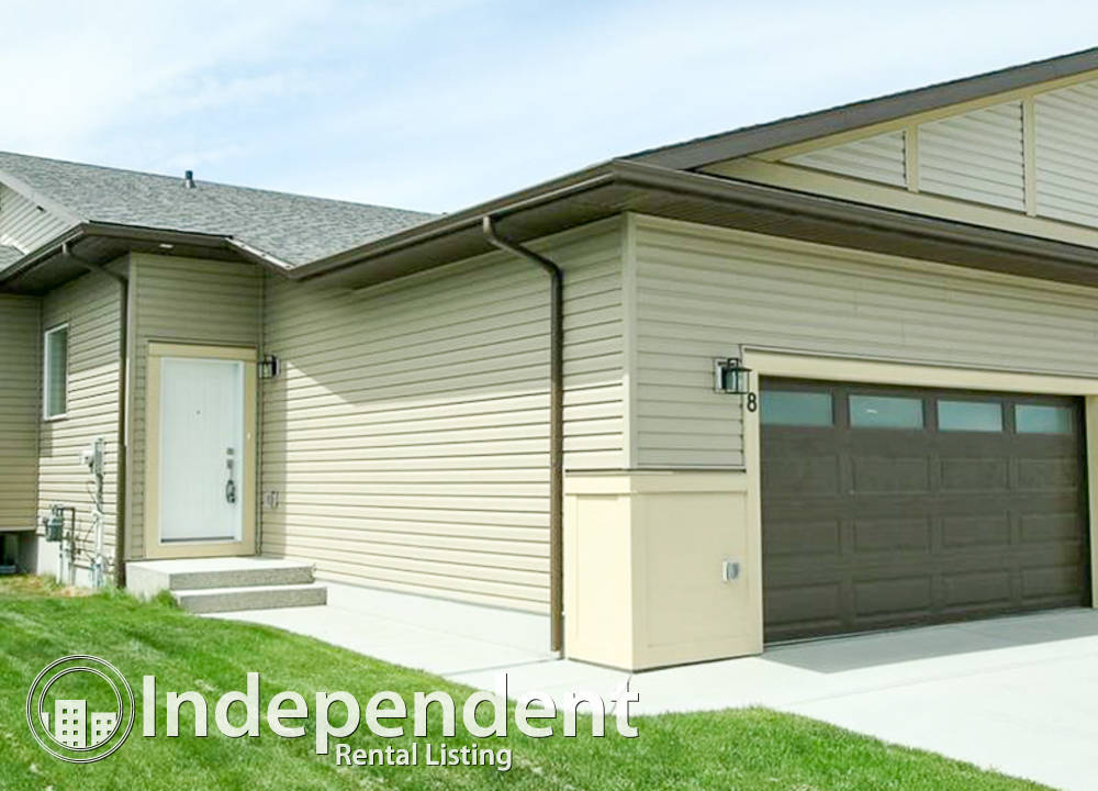 8 West McDonald Place, Cochrane, AB - $1,800