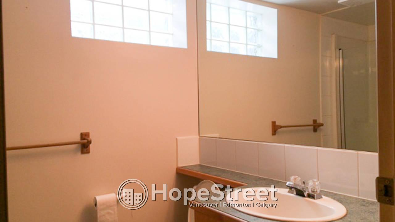 3 Bedroom Bungalow for Rent in Bankview: Pet Friendly