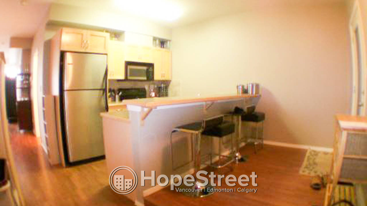 LAST MONTH FREE RENT /2 BR Corner Unit for Rent in Queen Mary: Pet Friendly.