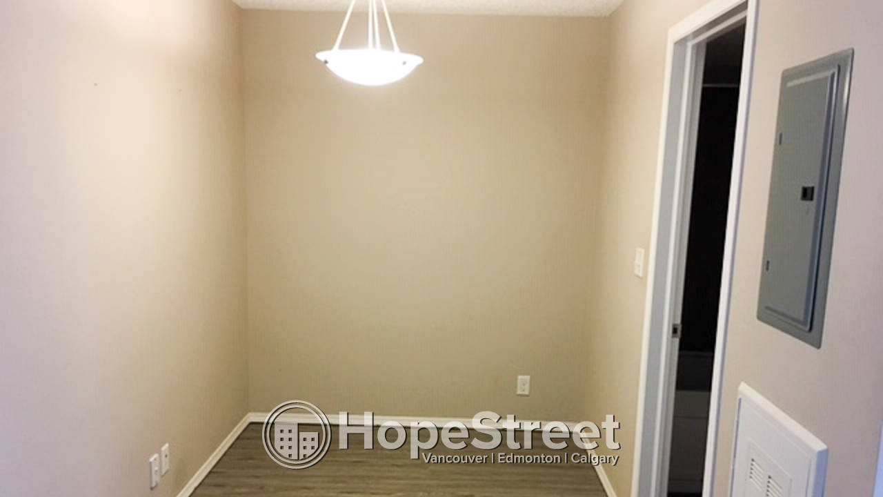 2 Bedroom Condo for Rent in Rutherford, 2 Underground Stalls
