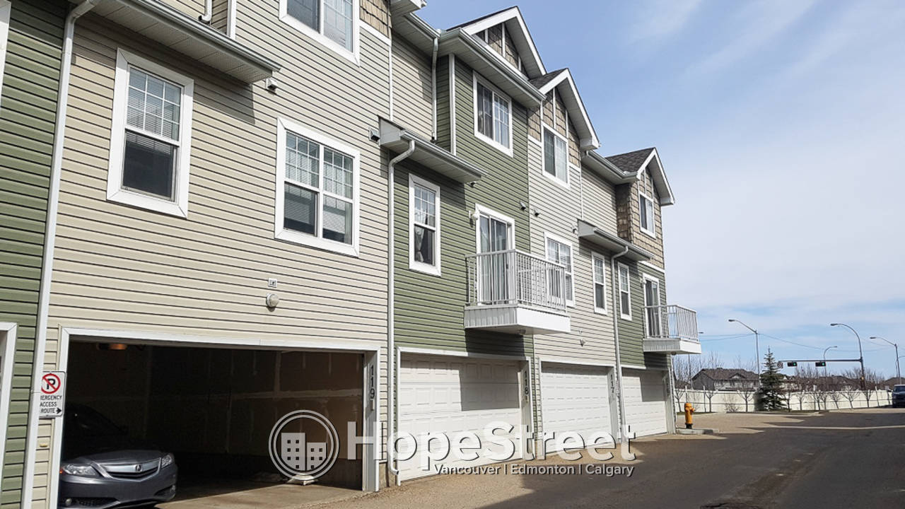 3 Bedroom Townhouse for Rent in Terwilegar Towne