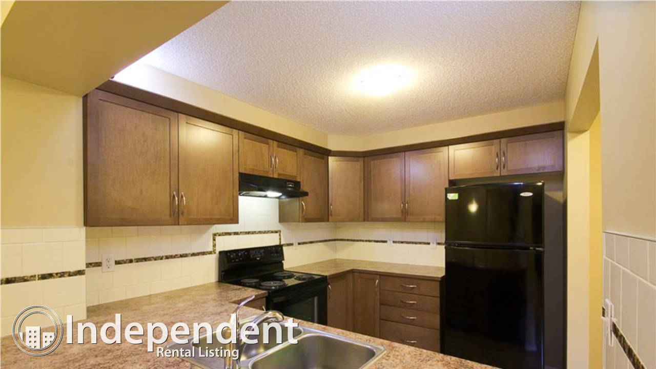 3 Bed Townhouse w/ Double Garage in Windsong: First Month RENT FREE