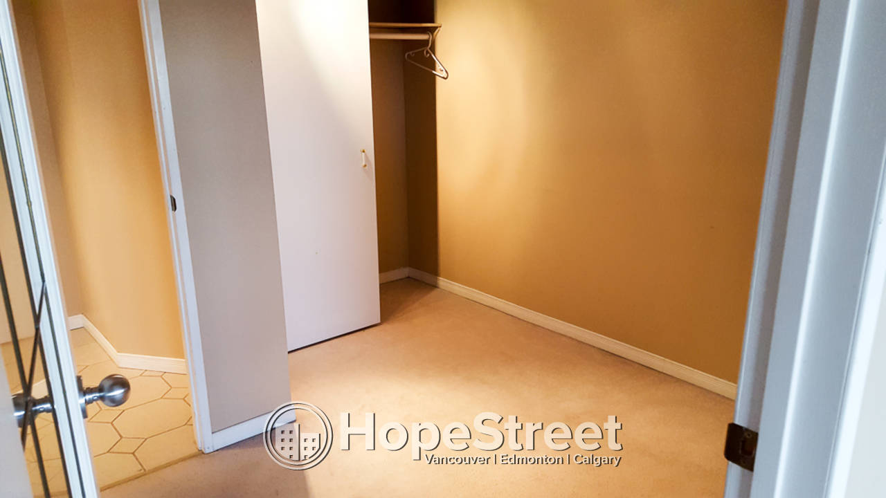 1 Bedroom Beautiful Condo For Rent in Edmonton: Pet Friendly