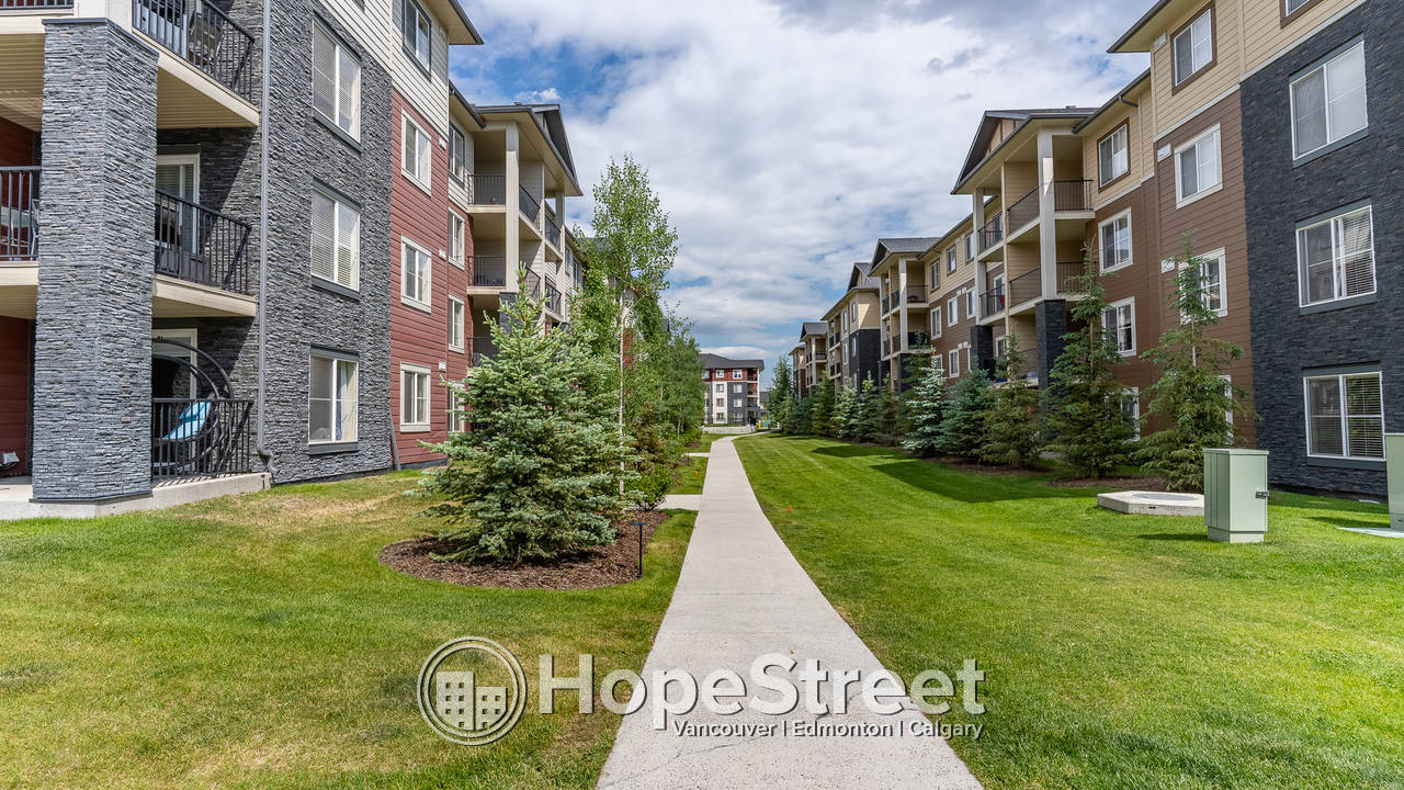 Amazing 2 BR + DEN Condo located in Legacy/ TWO PARKING STALLS!!!