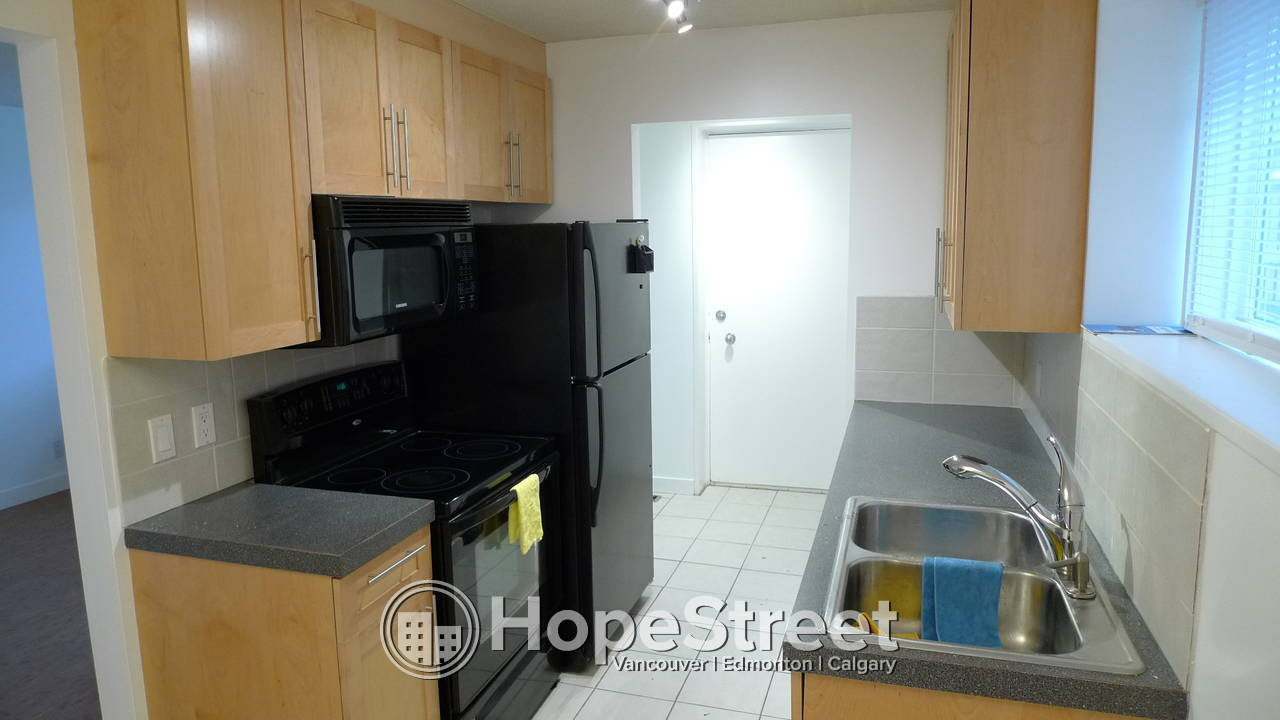 Renovated 2 Bedroom 1 Bath - PET Friendly! all utilities and internet/cable included!