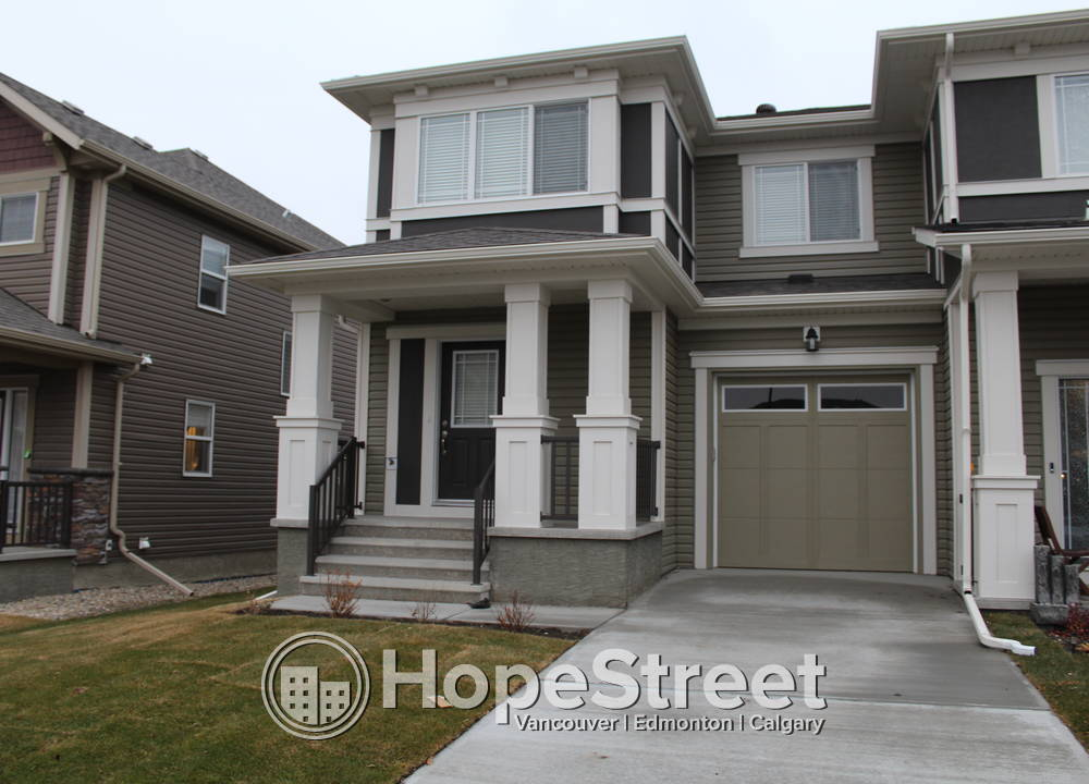 45 Hillcrest Square  SW, Airdrie, AB - $1,600