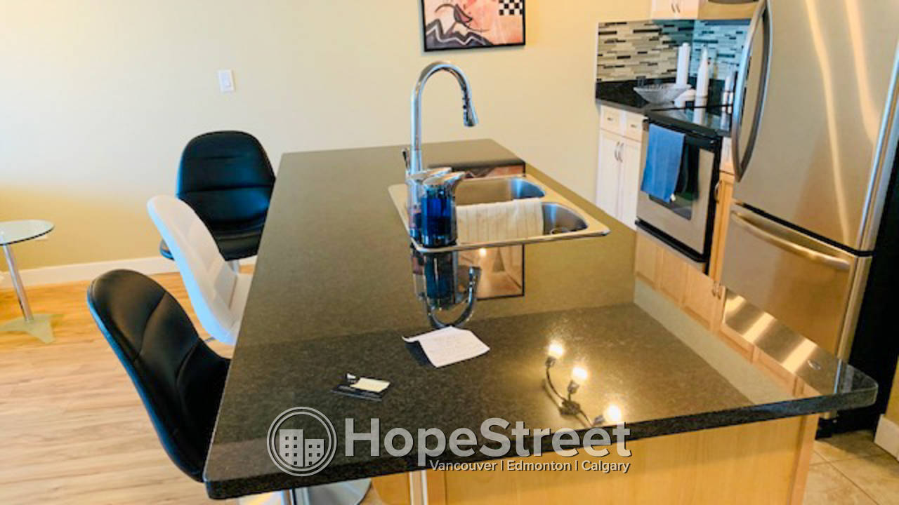 2 Bedroom Penthouse Condo in Downtown Area: Utilities & Internet Included