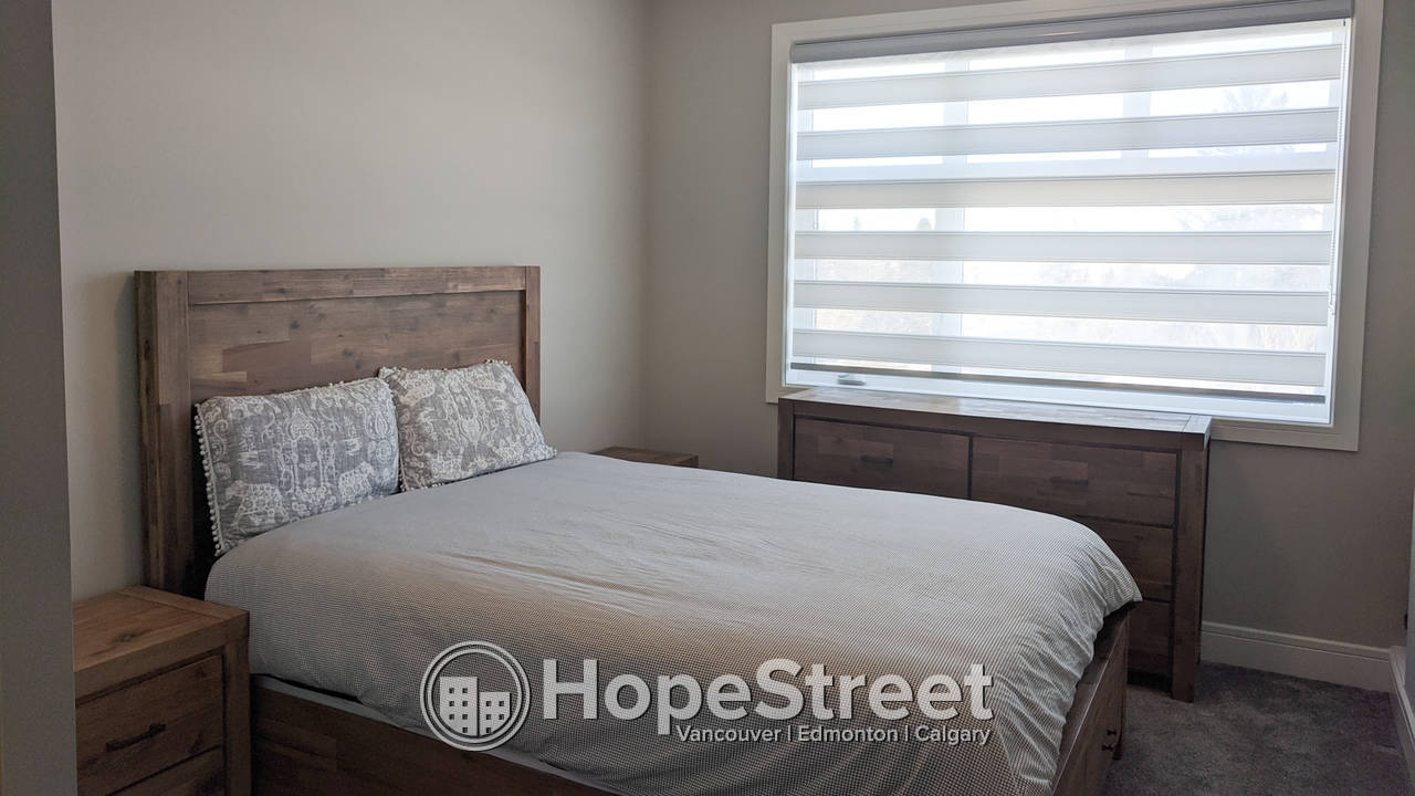 5 Bedroom Gorgeous Duplex for Rent in Highland Park