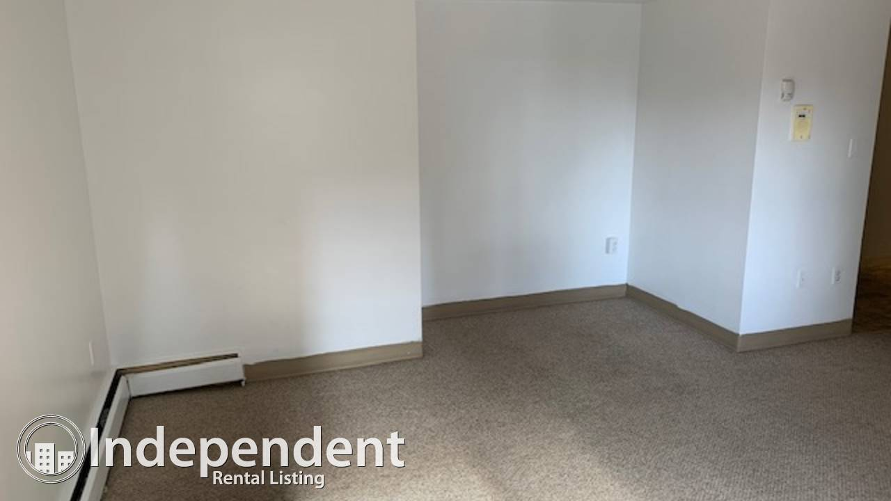2 Bedroom Condo For Rent in Oliver: First Month Free Rent