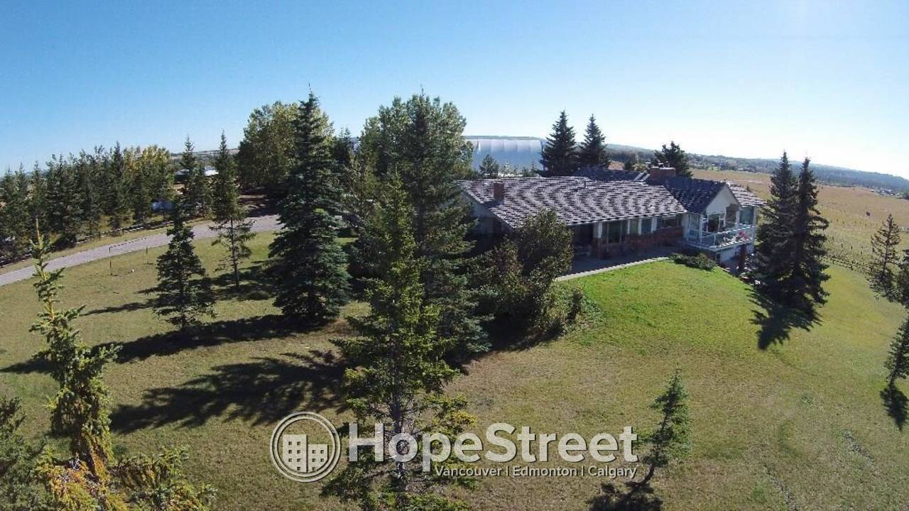 Gorgeous Estate For Rent in Springbank