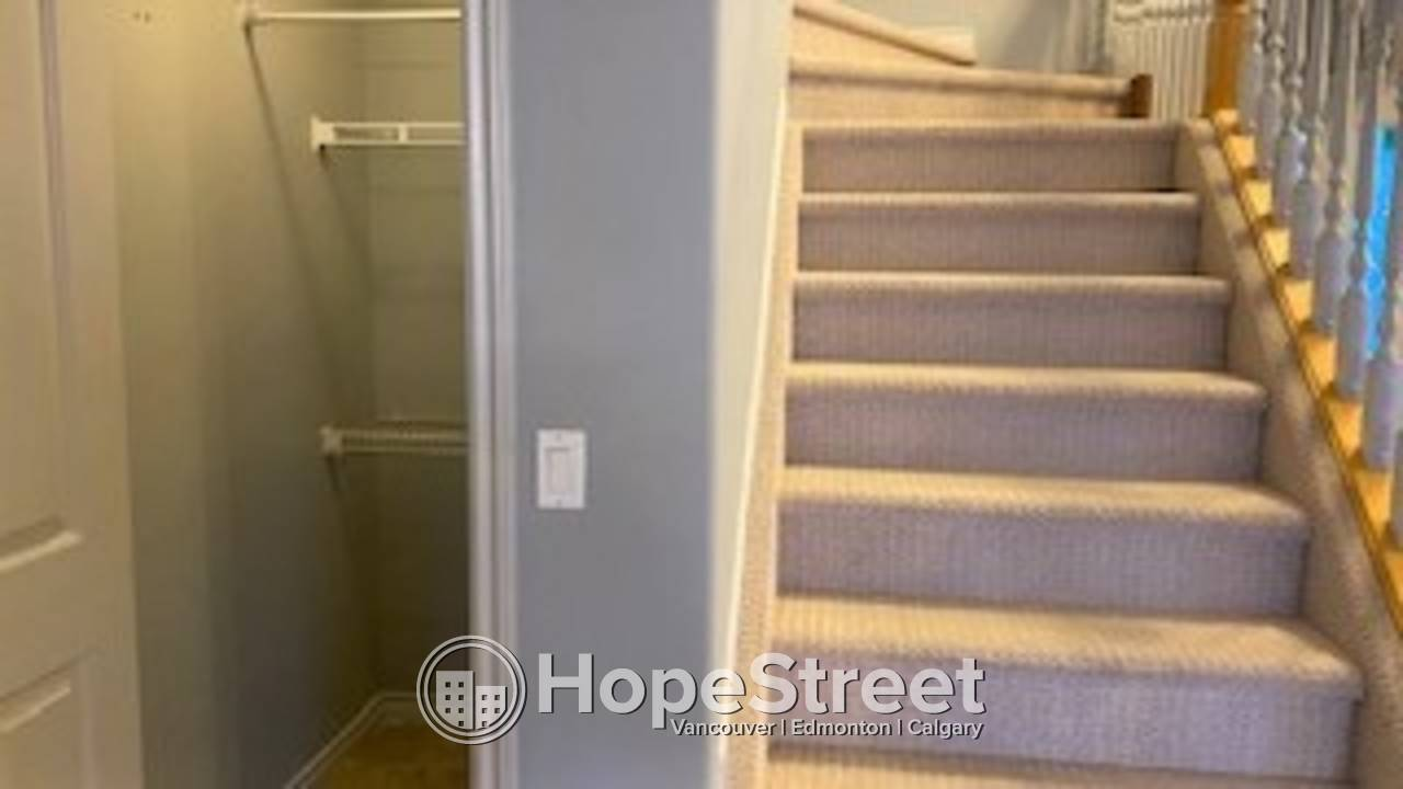 4 Bedroom For Rent in Hamptons: 500$ off FIRST MONTH RENT