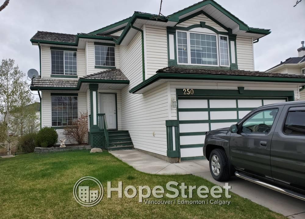 250 Douglasglen Heath  SE, Calgary, AB - 2,000 CAD/ month