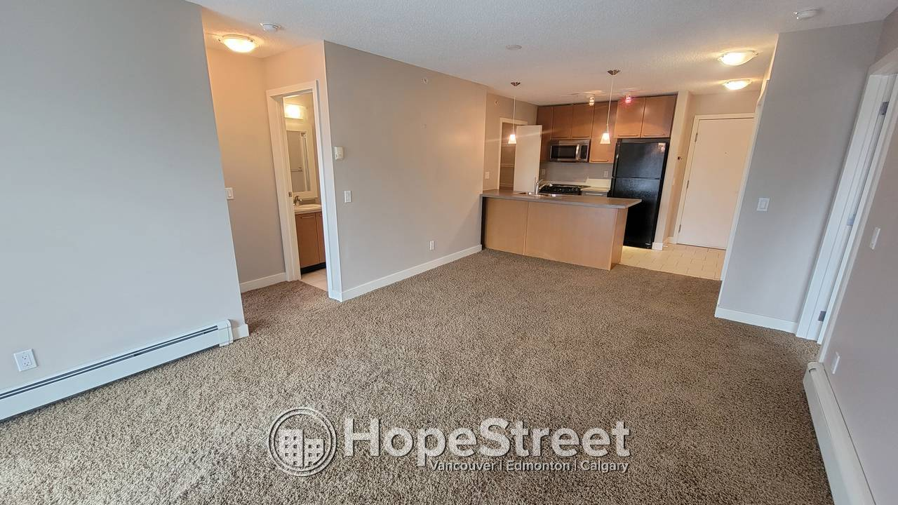 2 Bedroom + DEN Condo for Rent in Lincoln Park: Heat & Water Included