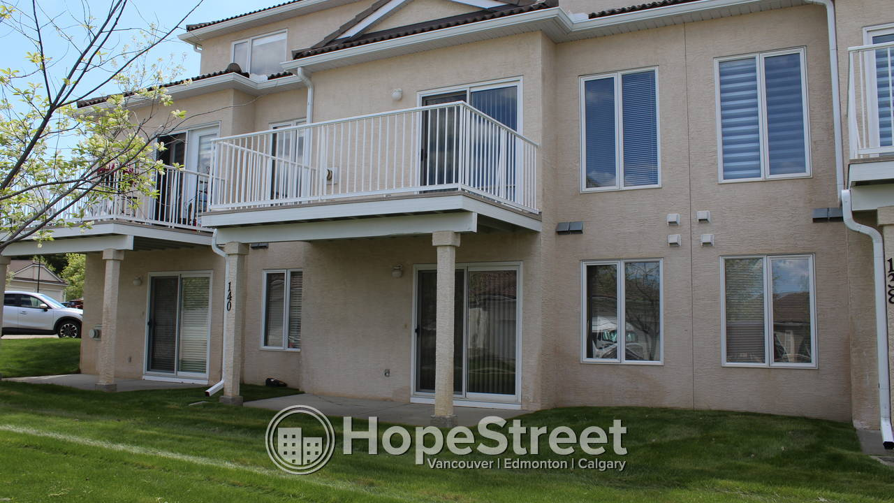 2 Bedroom Townhouse for Rent in Hamptons