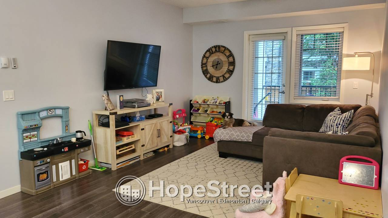 2 Bedroom Spacious Condo For Rent in Mahogany: AUGUST RENT FREE!!
