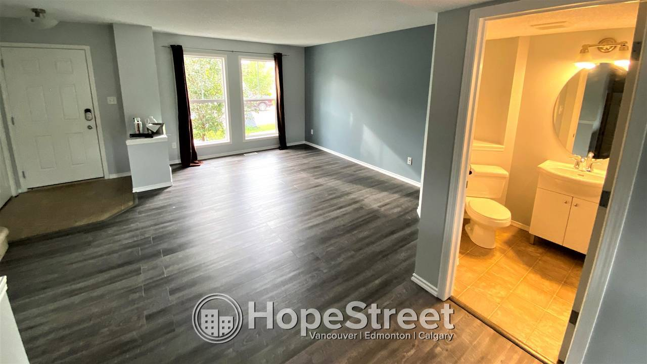 2 Bedroom+ DEN Duplex for Rent in The Hamptons