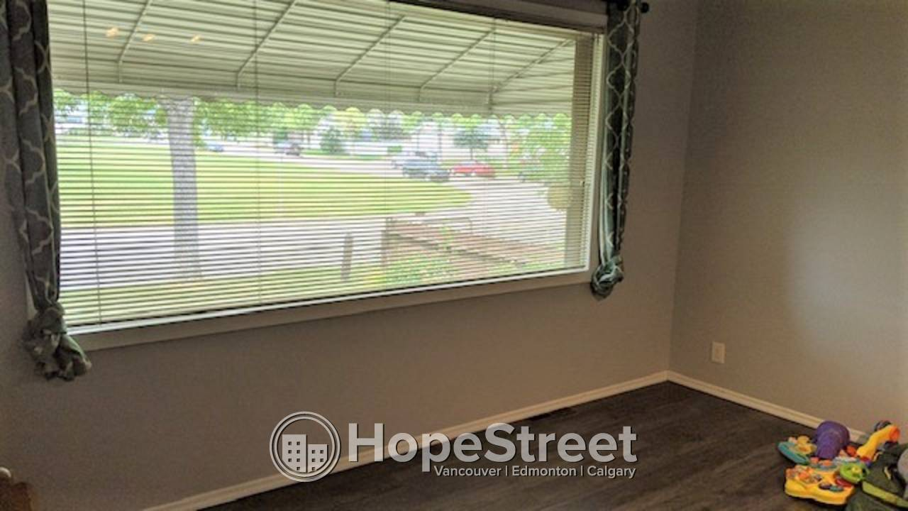 2 Bedroom RENOVATED Main Floor For Rent in Lynnwood: UTILITIES INCLUDED