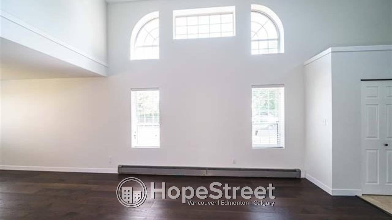 Bright 4 Bedroom House located on a corner lot in popular Hamilton Greene!