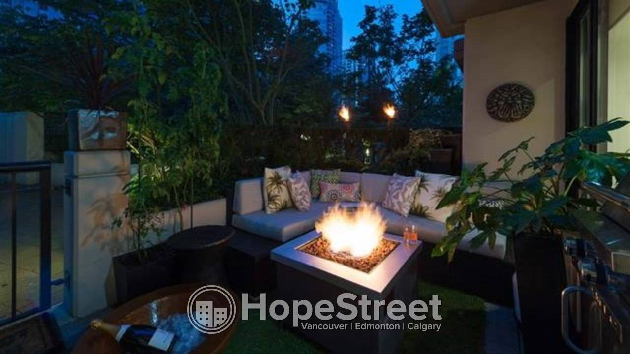 EXCEPTIONAL  2 Bd TOWNHOUSE CITYHOME at THE OSCAR in YALETOWN!