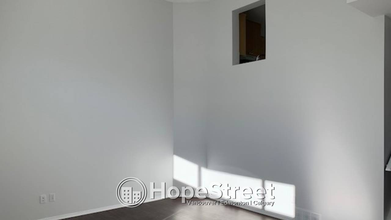 RENOVATED 3 Bd Townhouse for Rent in Applewood Gardens