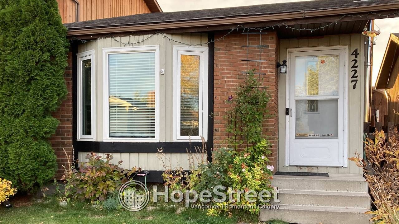 CHARMING Home w/ a Bay Window in Living rm Facing the MORNING Sun!