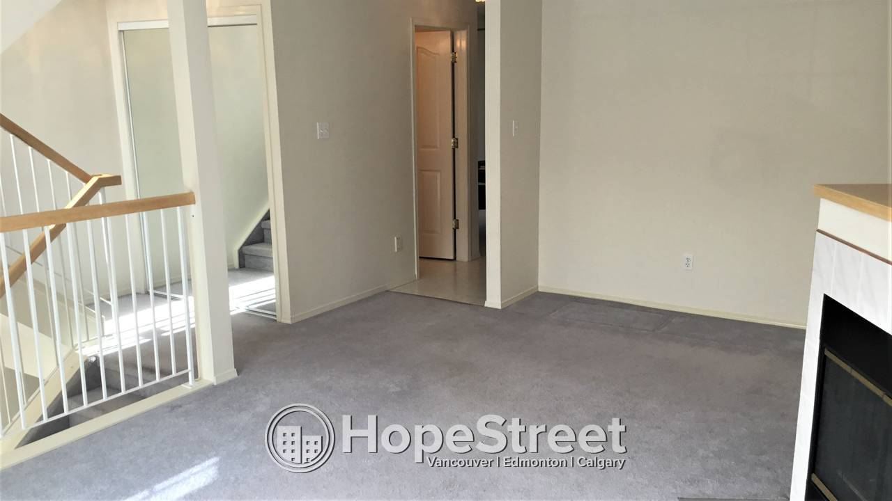 3 Bed TOWNHOUSE in TERRA LOSA w/ attached TANDEM GARAGE