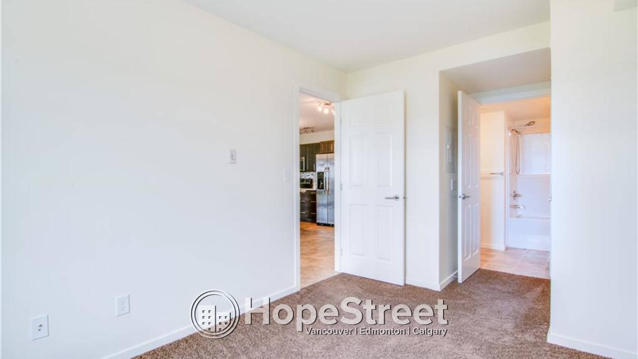 2 Bd Condo w/ panoramic views of the Rocky Mountains and Downtown Calgary