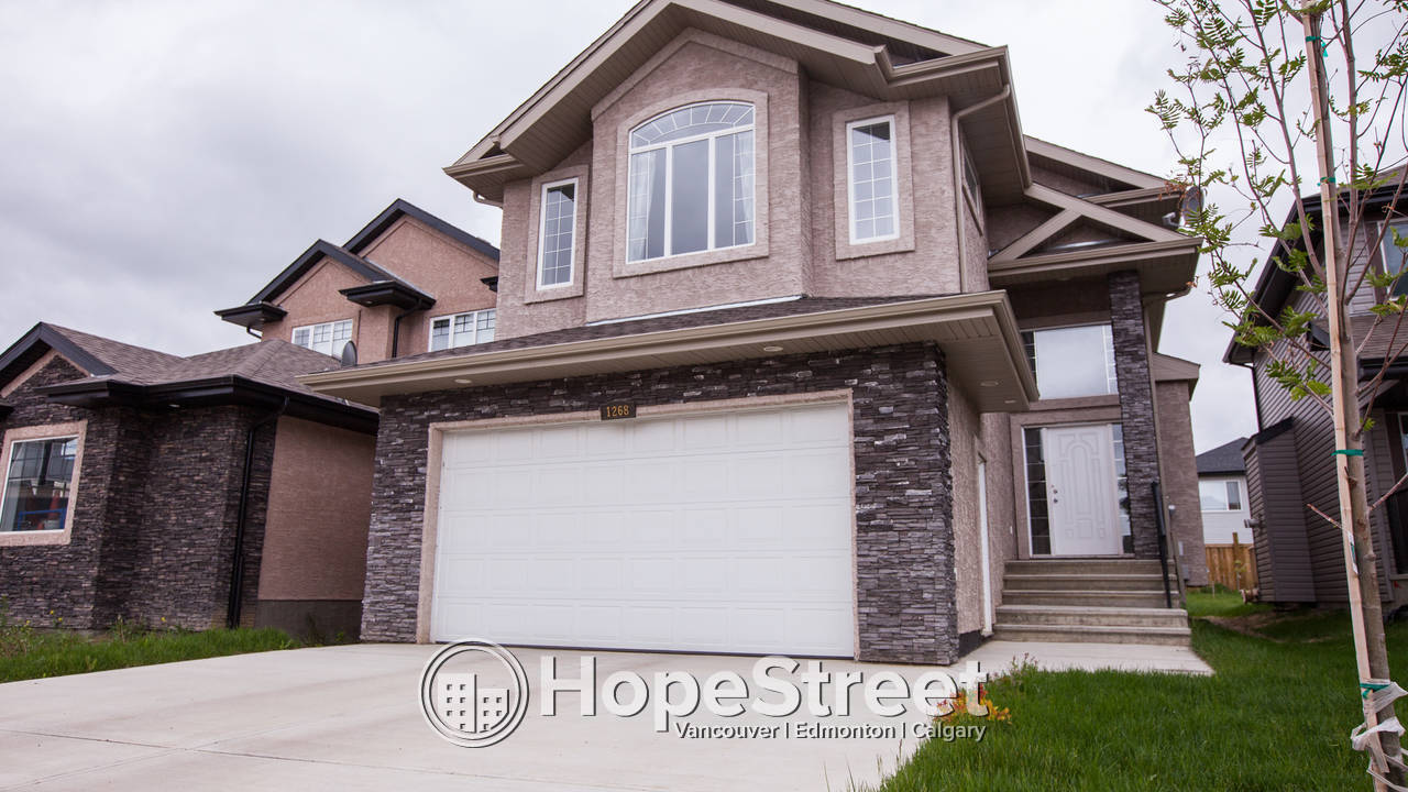 Outstanding 2400 sqft 4 bed, 3 bath, 2 storey w/ double attached garage!