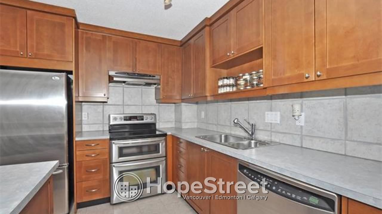 3 BD wonderful inner city house in the desirable community of Tuxedo!