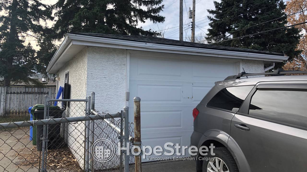 3 Bd Renovated Bungalow for Rent in Forest Heights w/ Oversized Single Garage