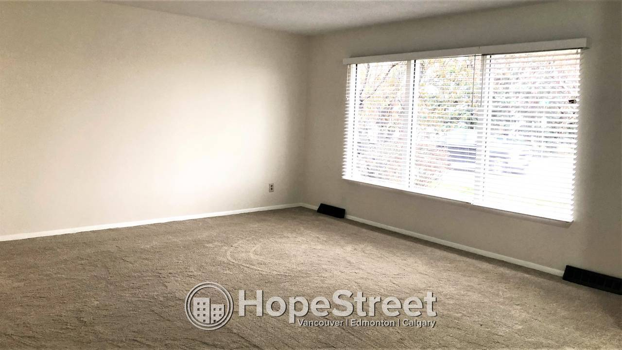 3 Bed + DEN RENOVATED House in Beautiful ACADIA w/ SINGLE OVERSIZED GARAGE
