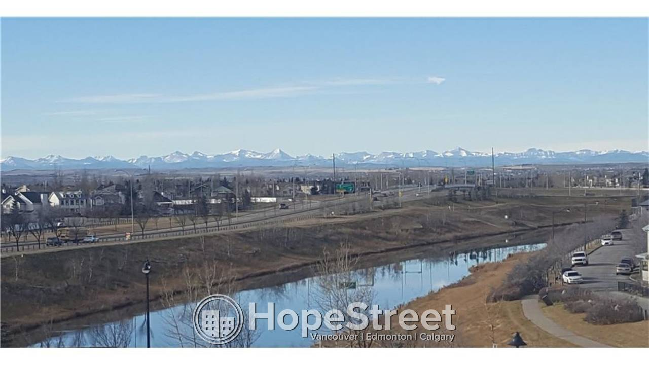 TOP FLOOR, 2 Bdrm Condo w/ PANORAMIC VIEWS OF THE MOUNTAINS