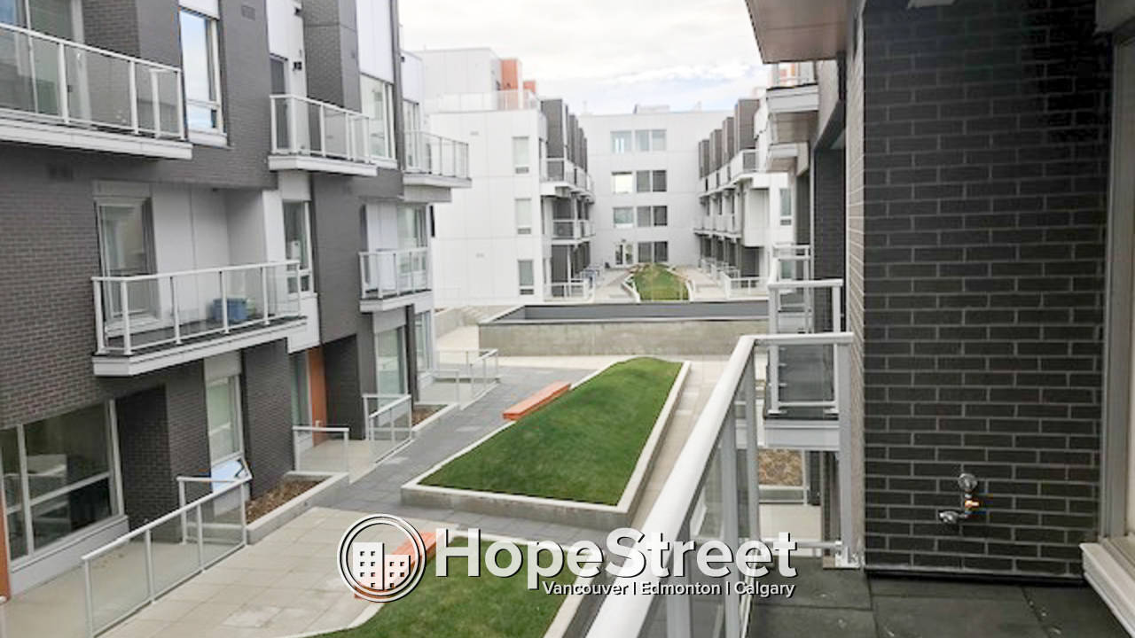 1 BD Condo  in University District w/ undgr parking: Walk to U of C!