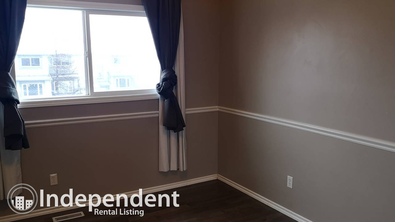 3 Bed Beautiful END UNIT in Temple