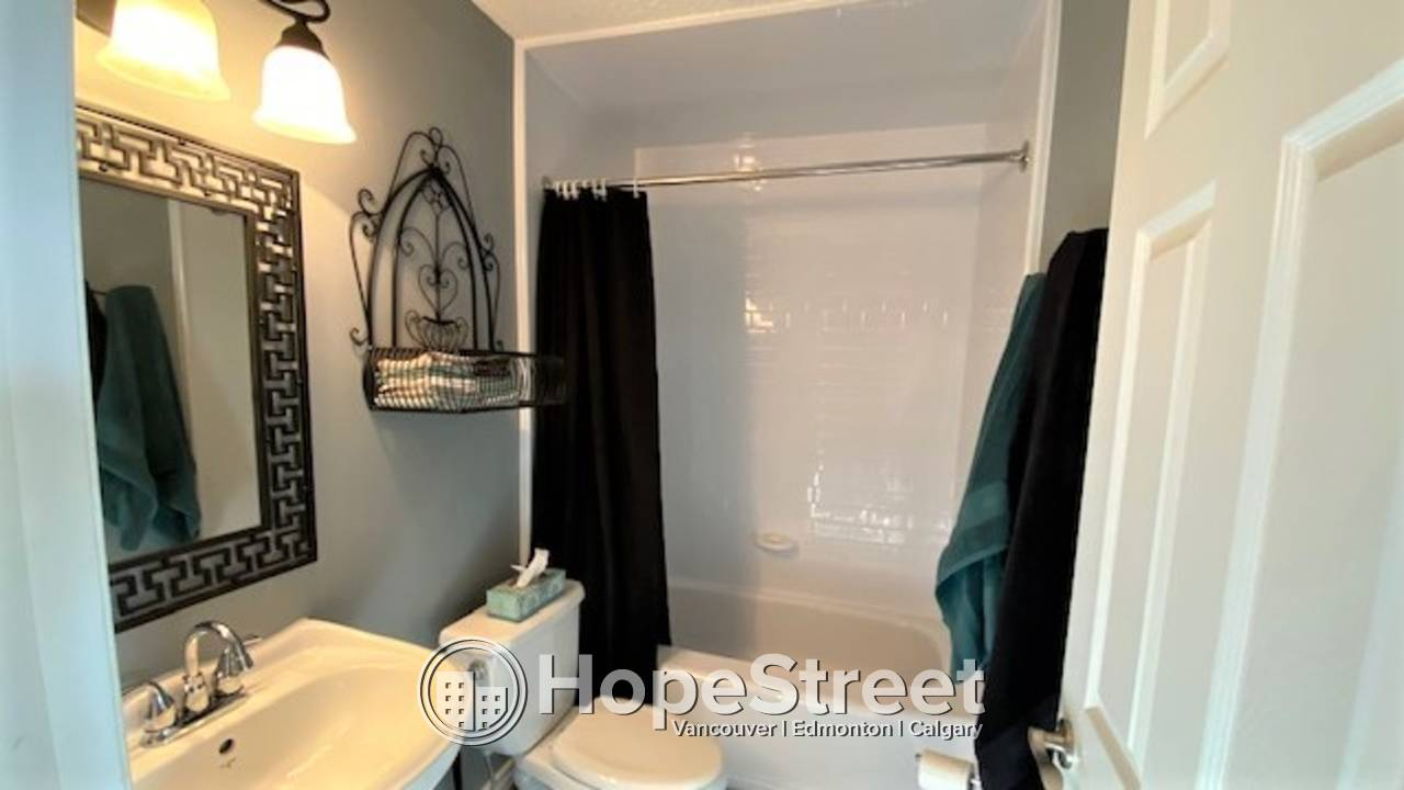 2 Bed CHARMING Townhouse for rent in Temple Gardens: Pets Negotiable