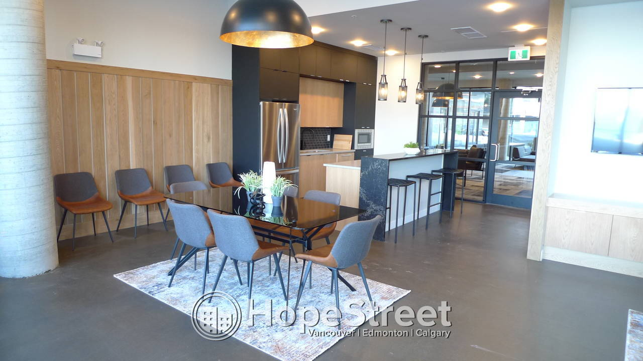 STUNNIG BRAND NEW 2 BED Condo in UNIVERSITY DISTRICT: Heat & Water Included
