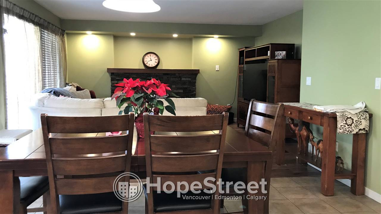 Beautiful 4 Bedroom Family Home in Langley: Pet Friendly