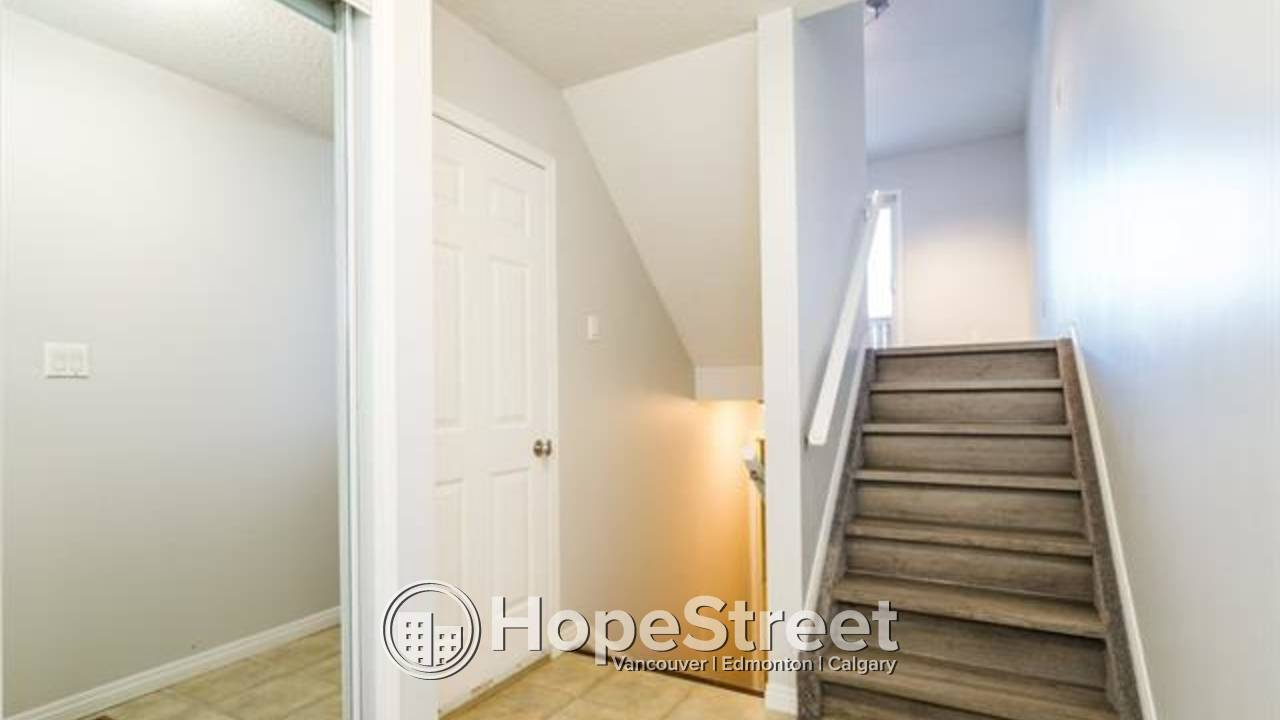 3 BR Townhouse for Rent in Terra Losa/ Backing onto a GREEN SPACE & LAKE!