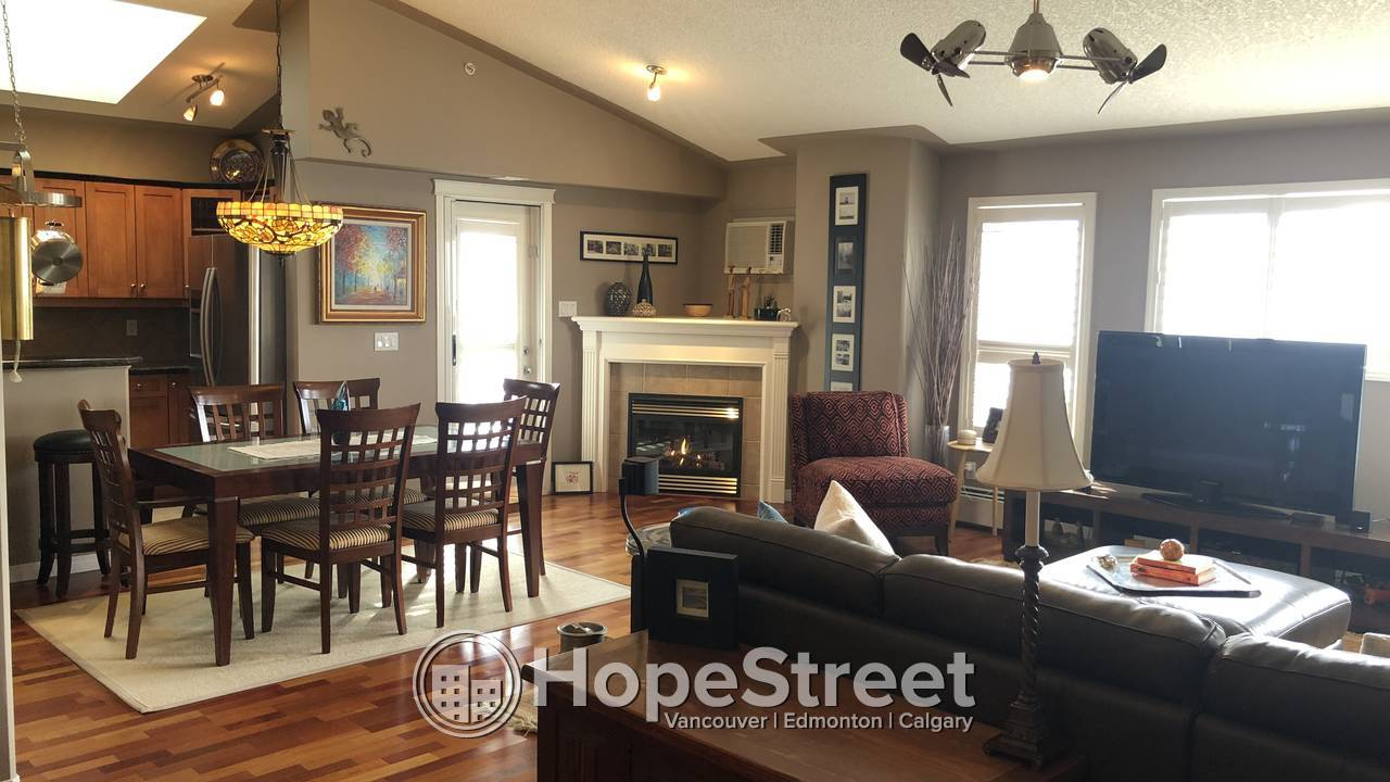 2 BR Executive Penthouse for Rent  in Erlton w/DOUBLE PARKING + HEAT & WATER INCL.