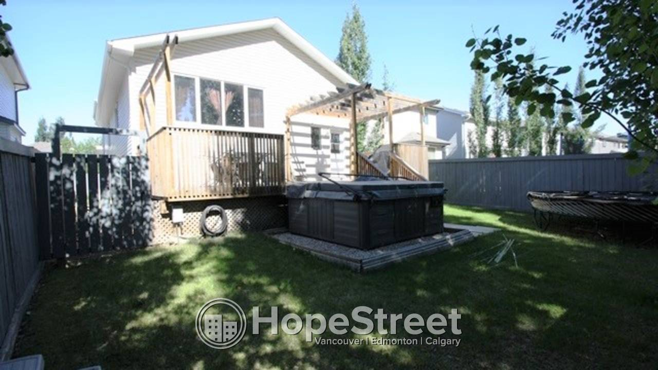 5 BR Family Home in St. Albert w/ DOUBLE GARAGE.