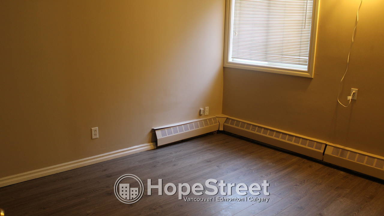 RARE FIND - LARGE APARTMENT W/ 3 BEDROOMS IN HUNTINGTON HILLS