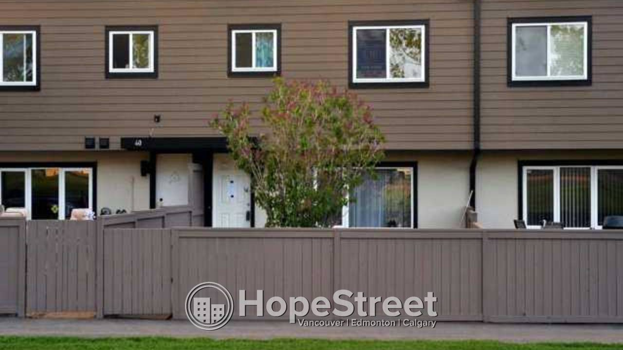 """3 BR Townhouse for Rent in """"Regent Gardens""""/ South exposure/ In-suite Laundry"""