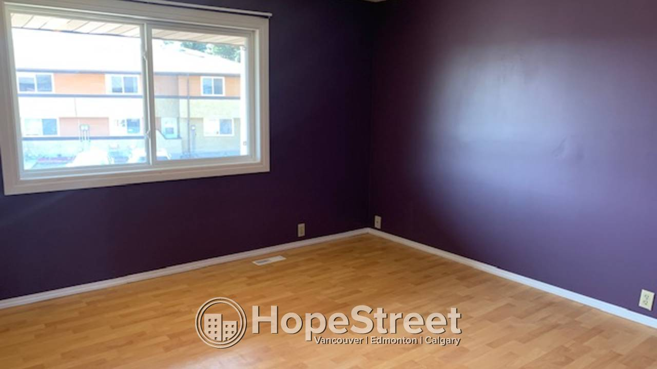 3 BR Townhouse for Rent in Clareview/ Parking included