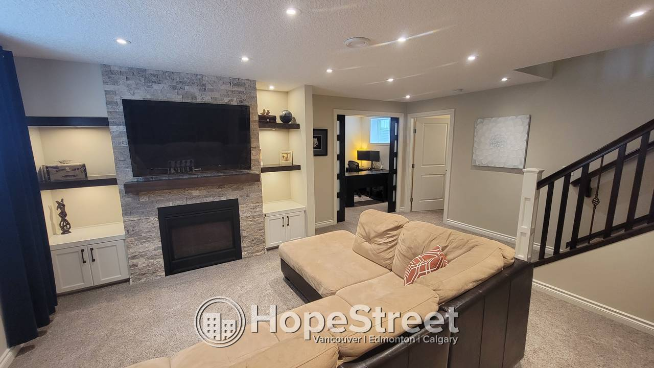 4 Bedroom Beautiful House for Rent in Douglas Glen!/ AVAILABLE: DEC 1st