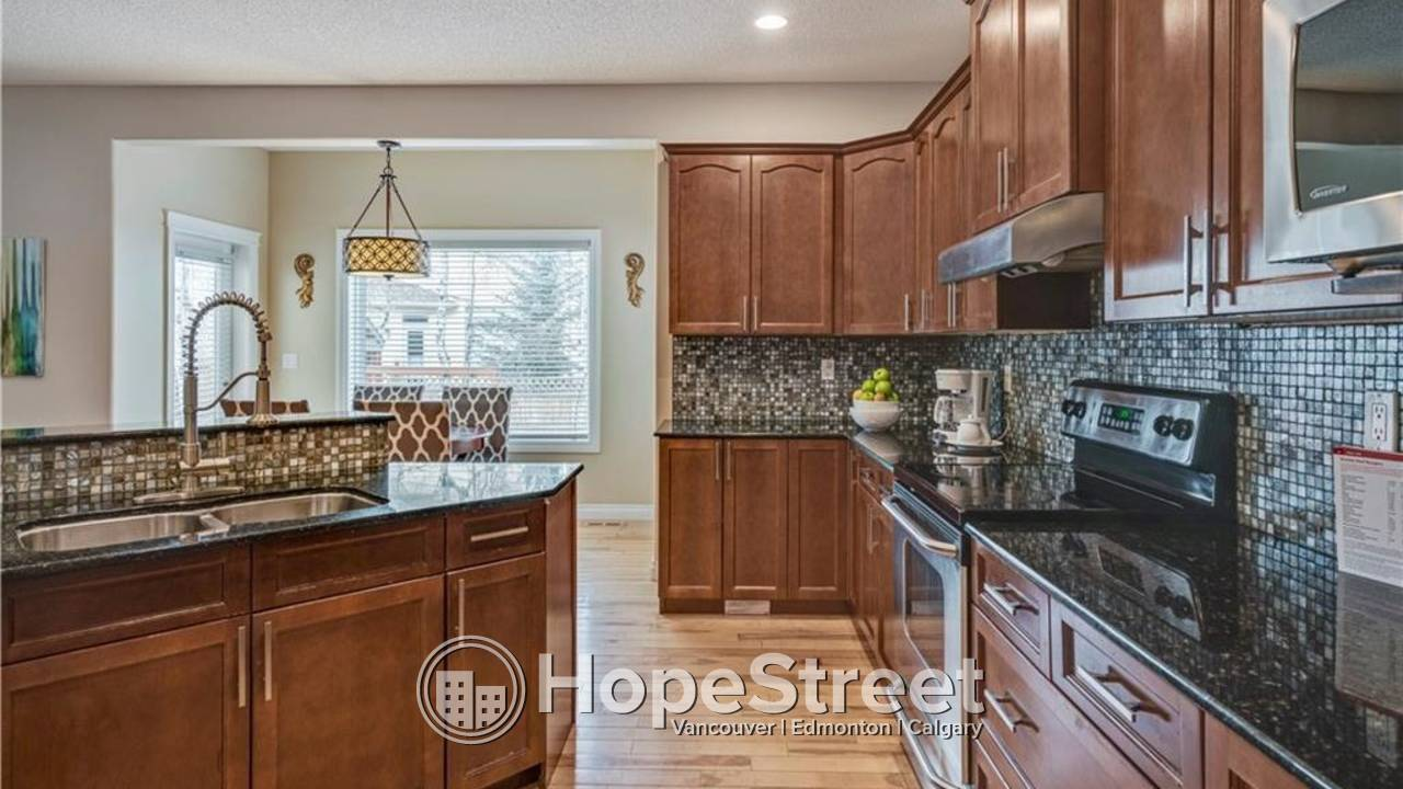 Beautiful executive 4+2 BR home located on a quiet cul de sac in the desirable community of West Springs!