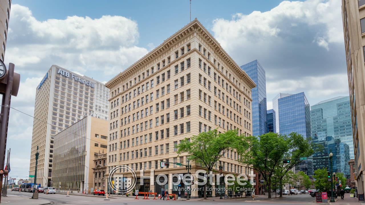 MCLEOD Building Studio Loft in the heart of Downtown / Utilities Included!