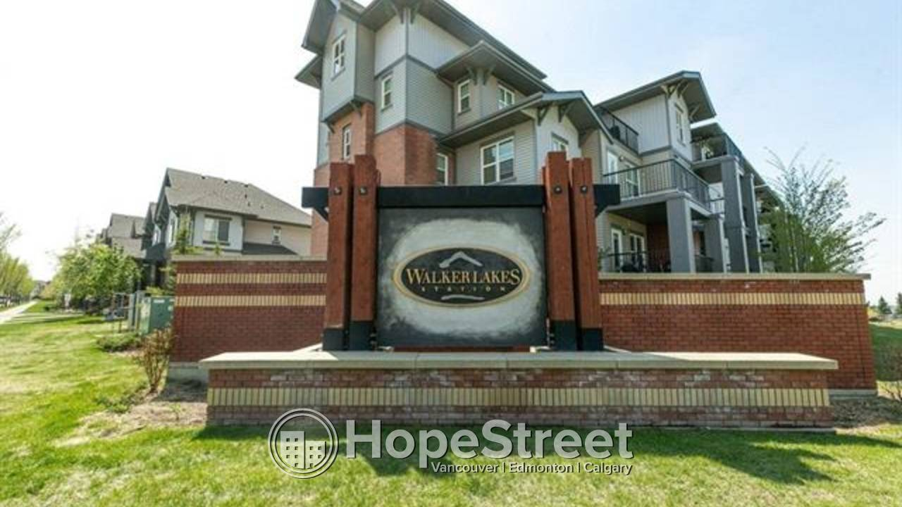 Immaculate 3 storey townhouse in Walker Lakes: Pets Negotiable