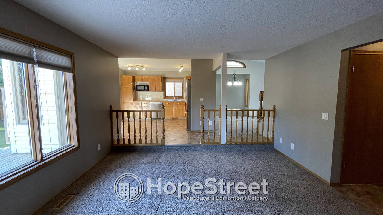 Beautiful Well Maintained 2 storey home w/ Fully Developed Basement in Millrise!