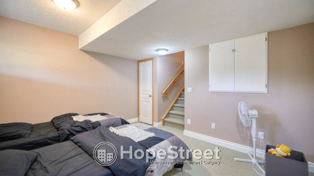 2 BR END UNIT Townhouse w/ FINISHED BSMT for Rent in Cougar Ridge!